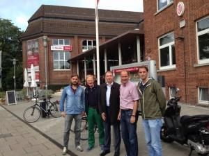 Von links: Mit Moritz Braun (ETV-Vorstand), Dieter Schütt (ETV-Aufsichtsrat), Niels Annen und Frank Fechner (ETV-Vorsitzender)