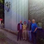 Mit Herrn Göpffahrt (Ältester), Herrn Scholtz und Pastor Müller (v.l.) vor der FEG am Bondenwald